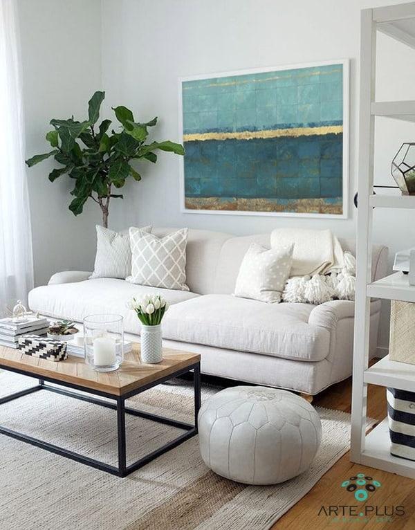 colgar cuadro sobre sofá