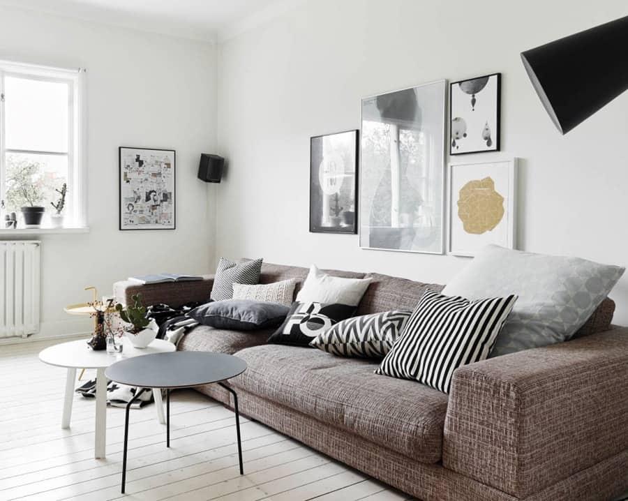 colgar cuadro sobe sofá