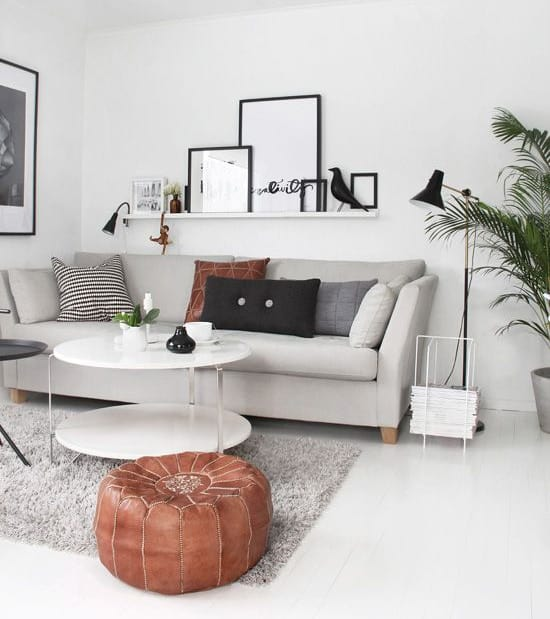 colgar cuadros sobre sofá